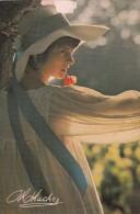 CPSM Du PHOTOGRAPHE Philippe HACHEZ Jeune Femme Au Chapeau Au Long Ruban Bleu @ Trace Scotch En Haut - Illustrateurs & Photographes