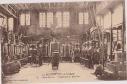 Cpa,la Bénédictine à Facamp,laboratoire,métier De La Distillerie,fabrication De La Liqueur,herboristes,alcoo L ,rare - Industry