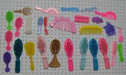 Lot D'objets Barbie : Peignes Brosses - Barbie