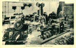 N°5253A -cpa Lyon -école Nationale Professionnelle- Atelier De Forge- - Industrie
