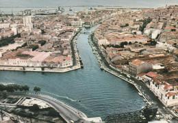 - CPSM - 34 - EN AVION AU-DESSUS DE SETE - Le Port Et La Ville  - 030 - Sete (Cette)