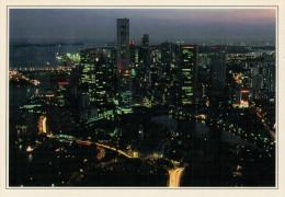 SINGAPORE:  VEDUTA DEL QUARTIERE DEGLI AFFARI DI NOTTE       (NUOVA CON DESCRIZIONE DEL SITO SUL RETRO) - Singapore