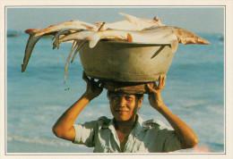 INDONESIA: JIMBARAN:  IL RITORNO DALLA PESCA     (NUOVA CON DESCRIZIONE DEL SITO SUL RETRO) - Indonesia