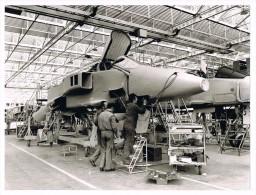 AVION  -  AVIATION  -  JAGUAR CHAINE DE MONTAGE  -  18 X 24 Cm. - Aviation