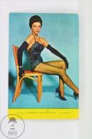 1967 Small/ Pocket Calendar - Cinema/ Actors Topic: Actress: Joan Collins In Sexy Stockings - Tamaño Pequeño : 1961-70