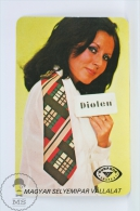 Vintage 1977 Small/ Pocket Calendar - Brunette Lady - Hungarian Tie Diolen/ Dunasilk Budapest Advertising - Tamaño Pequeño : 1971-80