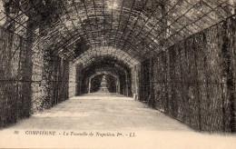 Cpa COMPIEGNE, La Très Belle Tonnelle De Napoléon 1er   (43.54) - Châteaux