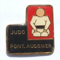 Pin's  JUDO PONT AUDEMER (27) - Le Judoka - AC.CO -  E032 - Judo