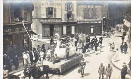23633 Chalons Sur Marne -carte Photo Carnaval Char Oie Arlequin Militaire Soldat-coiffeur Peigne Or -café Malte Boulve?