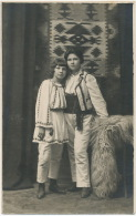 Real Photo 2 Beautiful Girls With Romanian Costume 1925 - Roumanie