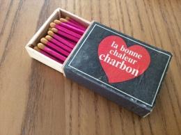 """Ancienne Boîte D´allumettes * En Bois BELGIQUE """"la Bonne Chaleur Charbon"""" (cœur Rouge) - Boites D'allumettes"""