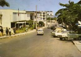 Libreville (Gabon)  - Avenue De La Mairie - Pharmacie - Peugeot, Fiat, Daf ... - Voitures De Tourisme