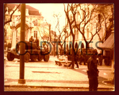 PORTUGAL - LISBOA - LARGO DO CARMO - A REVOLUÇAO DOS CRAVOS - 25 DE ABRIL - 1974 REAL PHOTO - Photos