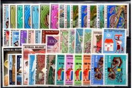 C-77: Madagascar: lot neufs sans charni�res des ann�es compl�tes 1973/74
