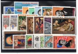 C-81: Madagascar: lot neufs sans charni�res de Poste a�rienne  n�112/132