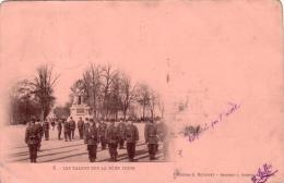 Alte Militär- AK  FRANKREICH / Les Talons Sur La Meme Ligne / Gelaufen 1902 - France