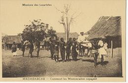 Missionnaire Lazariste Porté Par Des Femmes Nues Chaise A Porteur Esclavage Slavery Exploitation Humaine - Madagascar