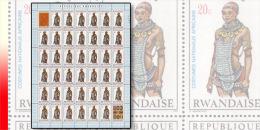 Rwanda 0346**  20c Costumes nationaux I -  Feuille / Sheet de 40 MNH + 2 labels