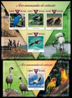 gb15310ab Guinea Bissau 2015 Endangered birds Parrot Crane 2 s/s