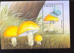 ANGOLA  1020  MINT NEVER HINGED SOUVENIR SHEET OF MUSHROOMS ; BUTTERFLIES ( - Mushrooms