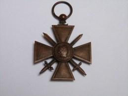 INSIGNE  . MEDAILLE .CROIX DE GUERRE 1914.1915. (bronze ,sans ruban)