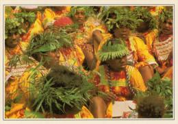 NUOVA CALEDONIA  OUVEA:  MELANESIANI IN ABITO DA FESTA     (NUOVA CON DESCRIZIONE DEL SITO SUL RETRO) - Nuova Caledonia