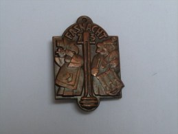 BROCHE BADGE CARNAVAL FASNACHT 1973 BALE .BASEL (métal Bronze). - Carnaval