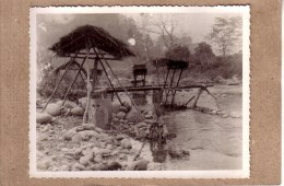 ASIE - INDOCHINE FRANCAISE - VIETNAM - CAMBODGE - LAOS - PHOTO , 1948/1950 - ETHNIQUE - ETHNIC - INSTALLATION PUIT - Lieux