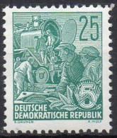 Mi. 415 Fünfjahrplan **/MNH - Unused Stamps