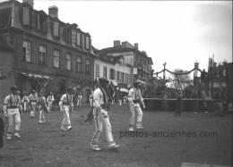 Saint Jean Pied De Port Fête  Devant Lhotel  APESTEGUY  Danseurs Basques En Habits - Reproductions