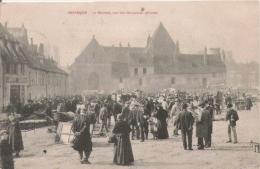 BESANCON LE MARCHE SUR LES REMPARTS DERASES (BELLE ANIMATION) 1905 - Besancon