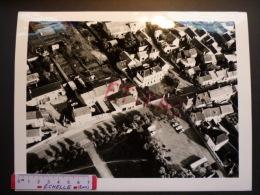 FLINS SUR SEINE  : GRANDE PHOTO AERIENNE  Environs De La Mairie ( Tampon Humide Roger HENRARD) Année 1960 - Lieux