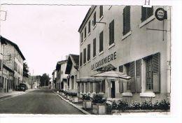 CPSM (42) NOIRETABLE -  Rue De La République - La Chaumière -Voiture (002) - Noiretable