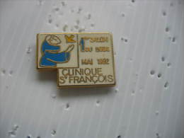 Pin's Du 1er Salon Du Bébé En Mai 1992 à La Clinique St Francois De HAGUENAU - Vereinswesen