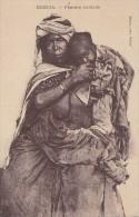 Alg�rie - Biskra - Femme Nomade et son Enfant