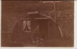 Photo 14-18 Un Officier Allemand Avec Un Chien Devant Son Abri, IR 7 (A100, Ww1, Wk 1) - War 1914-18