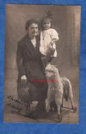 CPA Photo - FOCSANI Ou PARIS - Portrait De Sabina ROSENSTOCK Et Sa Fille - Arrosoir Et Mouton à Roulettes - Chapeau - Games & Toys