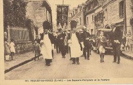 V V 633 / C P A - VEULES-LES-ROSES  (76)  LES SAPEURS-POMPIERS ET LA FANFARE - Veules Les Roses