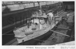 Bateau Pompe Des Marins Pompiers PYTHEAS (Marine Nationale) - Carte Photo éd. Marius Bar - Photo/bateau/schiff - Warships