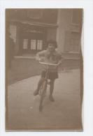 PHOTO 1930 FILLE VELO -ALB -A85 - Persone Anonimi