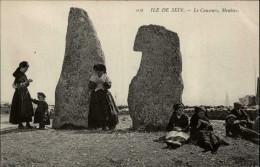 29 - ILE DE SEIN - Costumes - Coiffes - Mehnirs - Ile De Sein