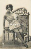 CARTE PHOTO : JEUNE ET BELLE FEMME EN PORTE JARTELLES  - EROTIQUE - NU PHOTOGRAPHIE - Beauté Féminine D'autrefois < 1920