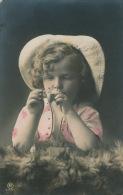 ENFANTS - LITTLE GIRL - MAEDCHEN - Jolie Carte Fantaisie Portrait Enfant Avec Pipe Et Allumette - Portraits