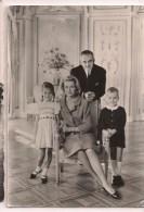 -- MONACO: Le  Prince Rainier, Princesse Grace, Albert  Et Caroline - 1965 Timbre 0,25 Rainier Et Flamme Monaco - - Palais Princier