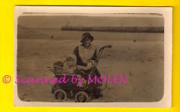 FOTOKAART KINDERWAGEN OP HET STRAND CARTE PHOTO LANDAU AU PLAGE OOSTENDE KUST LITTORAL VOITURE D' ENFANT 853 - Oostende