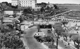 """Cpsm ARCACHON, La Promenade De Bord De Mer, La Plage, Publicité """"ambre Solaire""""   (10.64) - Arcachon"""