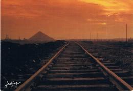 C´EST AU NORD - Voie De Chemin De Fer, Au Loin Un Terril - Photo B. Et J. Dupont Explorer - Circulé 1985, 2 Scans - Unclassified