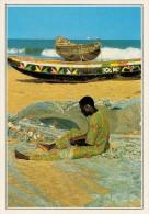 TOGO  LOME':  PESCATORE CHE RIPARA LE RETI     (NUOVA CON DESCRIZIONE DEL SITO SUL RETRO) - Togo