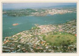 AUCKLAND:  VEDUTA AEREA DELLA CITTA'     (NUOVA CON DESCRIZIONE DEL SITO SUL RETRO) - Nuova Zelanda