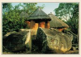 ZIMBABWE     VILLAGGI  DI  CAPANNE      (NUOVA CON DESCRIZIONE DEL SITO SUL RETRO) - Zimbabwe